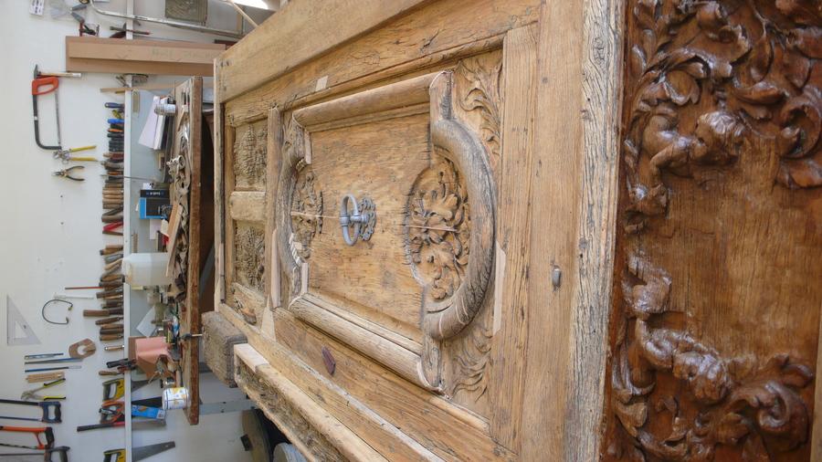 Porte Ouest De La Cathédrale